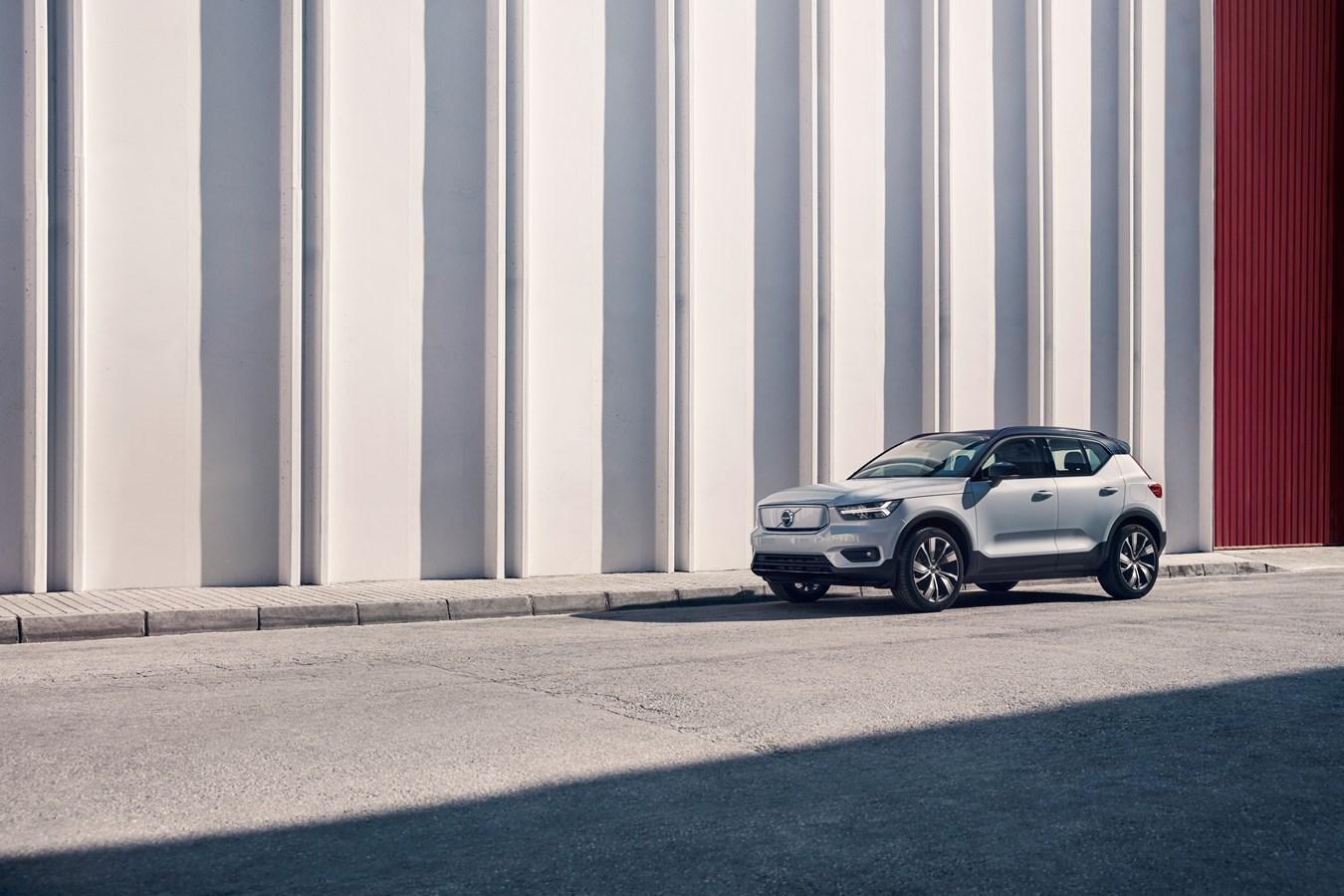 Volvo Cars представляет электрический Volvo XC40 Recharge – первую модель нового семейства электрифицированных автомобилей