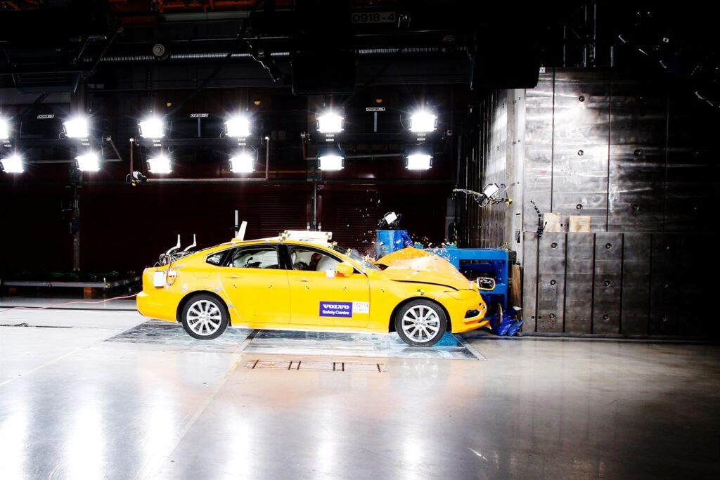 Два десятилетия на службе спасения жизней: Центру безопасности Volvo Cars исполняется 20 лет